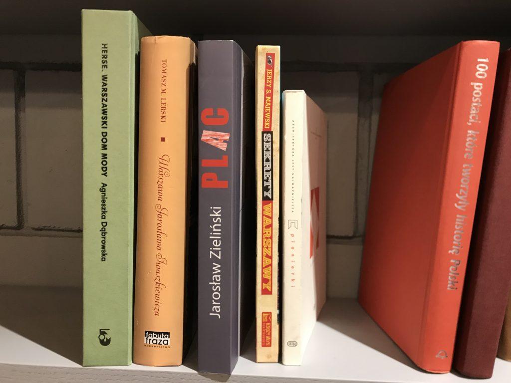 książki_HankaWarszawianka_półka